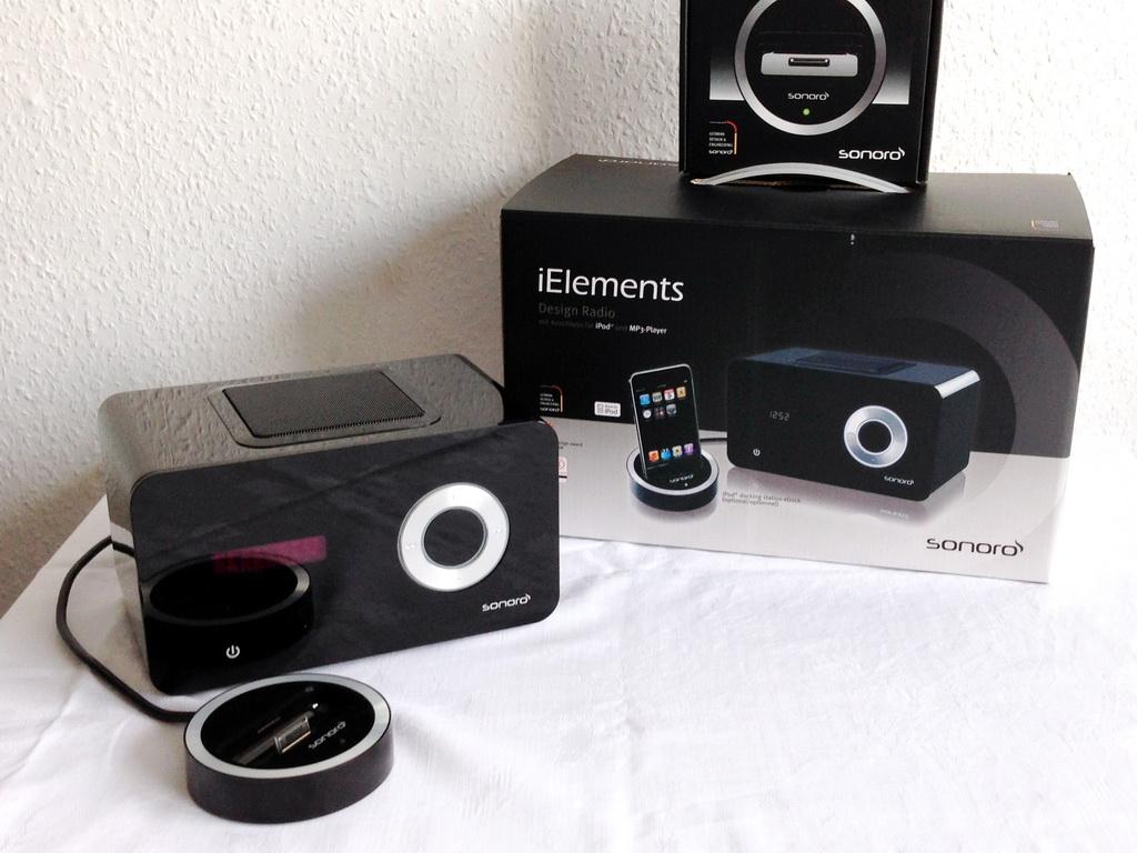 Design Radio iElements mit iPod und iPhone Anschluss