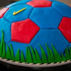 Anleitung und Rezept für eine Barcelona Fussballtorte