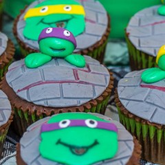 Coole Turtle-Muffins mit Turtle-Torte backen, so geht's