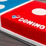 Eine leckere Torte als Domino Stein.
