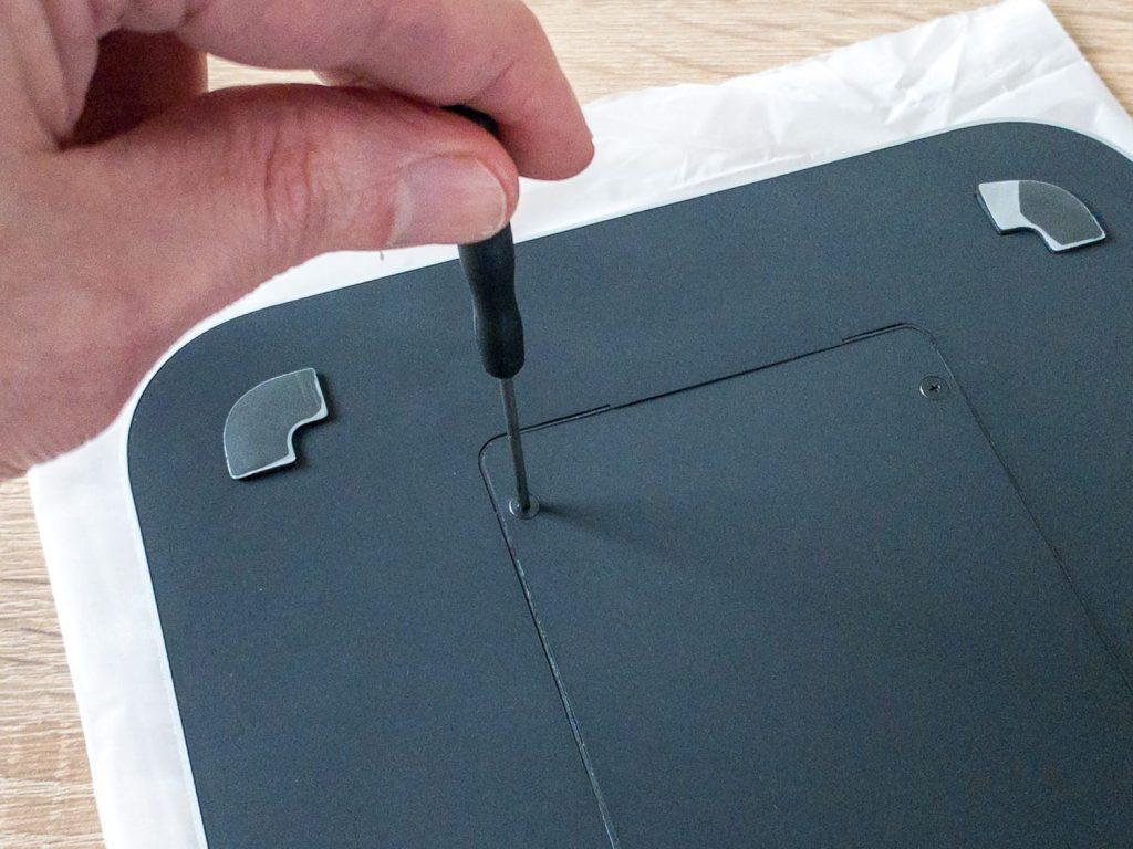 Festplattenabdeckung verschrauben